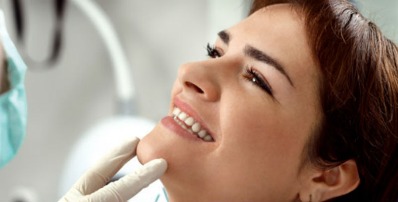 Повне відновлення зубів верхньої і нижньої щелепи за допомогою дентальних імплантів